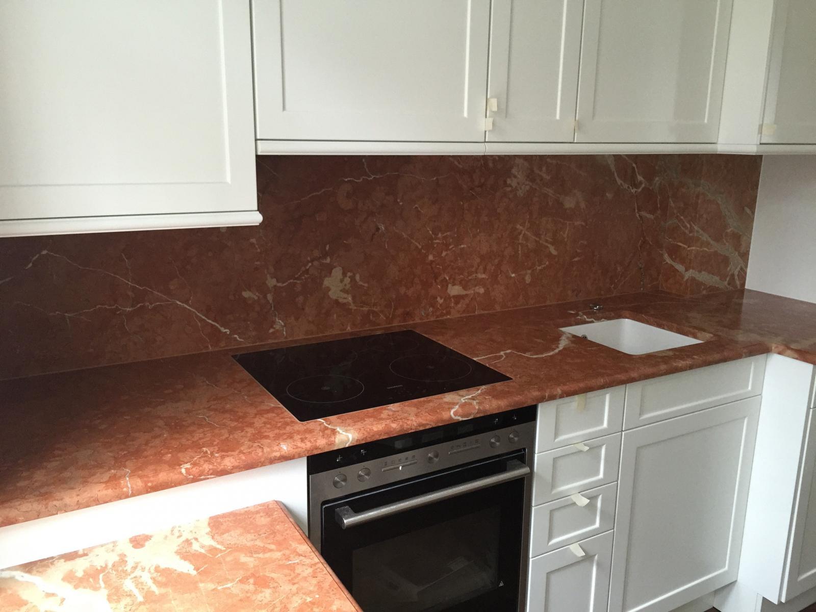 Küchenplatte aus Rosso Alicante