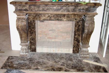 Kamin aus Naturstein